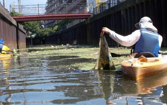 蒲生、出羽堀の浮遊ゴミ回収