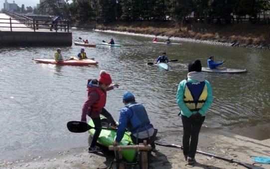 湘南茅ヶ崎市からカヌー体験 18名でゴミ拾いを楽しむ