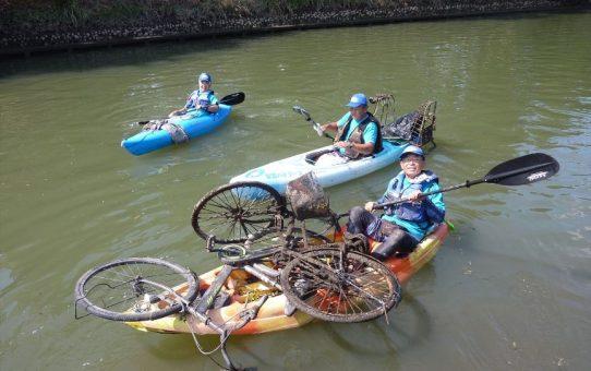 干潮時自転車2台ゴミ3袋