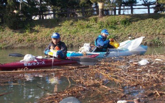 定例活動2日間で 浮遊ゴミ22袋回収