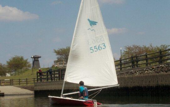綾瀬川で初の小型ヨット
