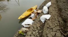綾瀬川放水路水門 多量のゴミを回収