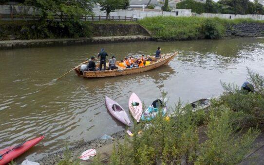 文化観光課和舟就航日 定例活動13名/10袋回収
